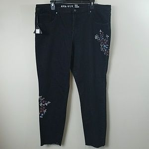 NWT Ava & Viv Floral Embroidered Skinny Jeans